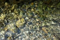 Tai-Chi-Zuerich-Grosse-Steine-Im-Wasser